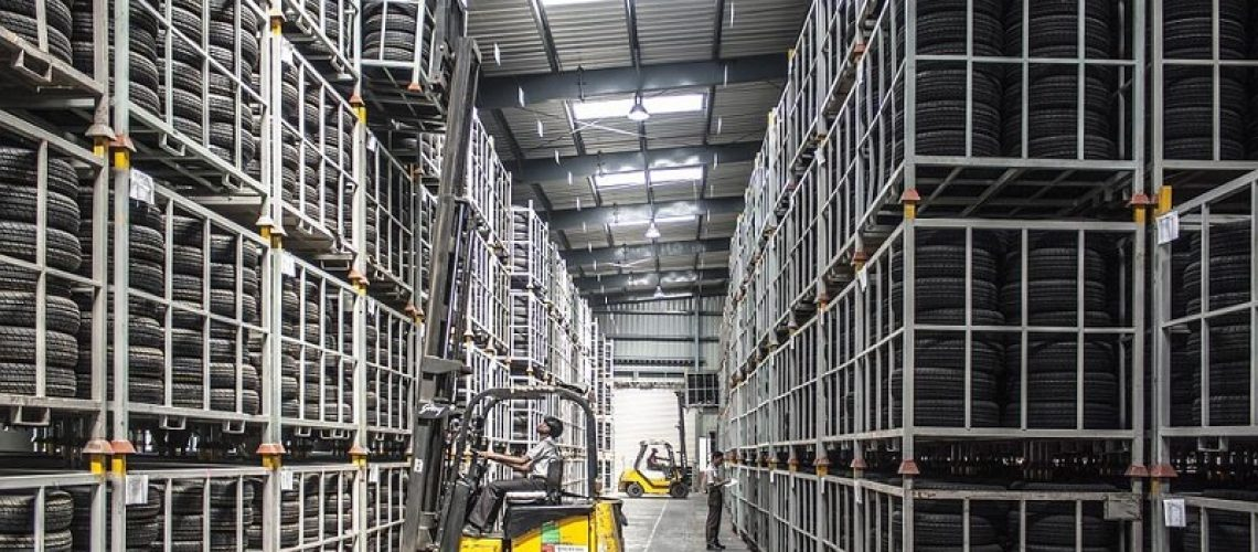 5 safety precautions to consider when operating lifting equipment
